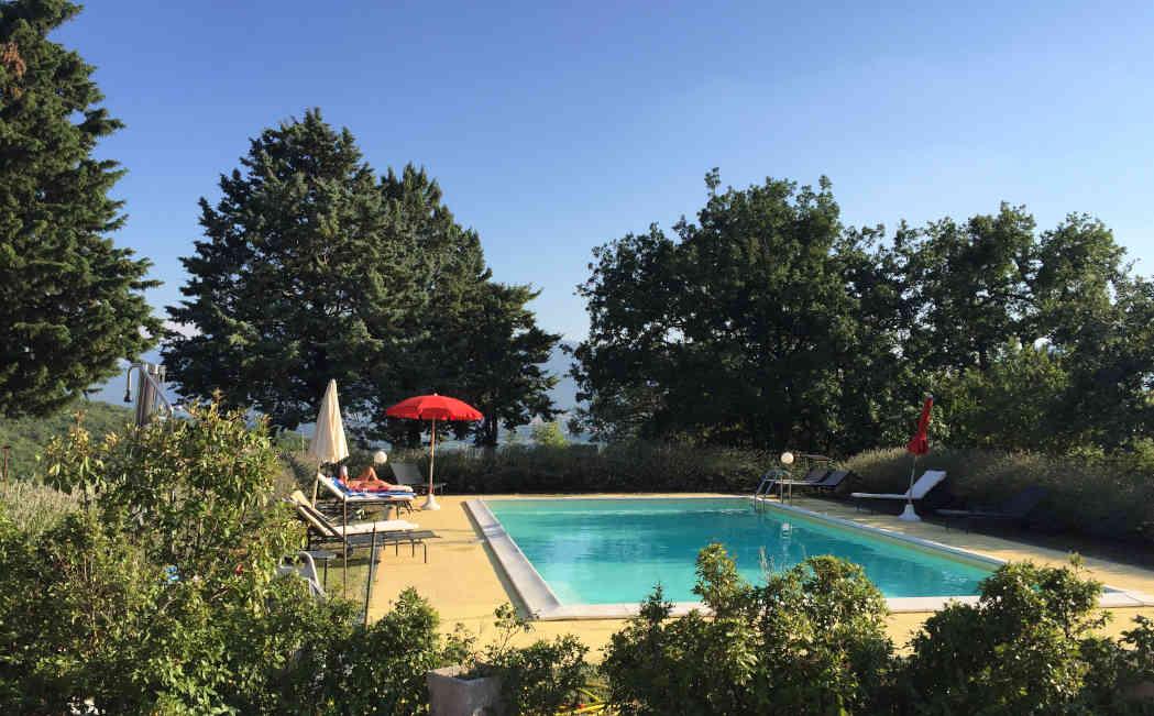 Het zwembad van Agriturismo Vellaneta